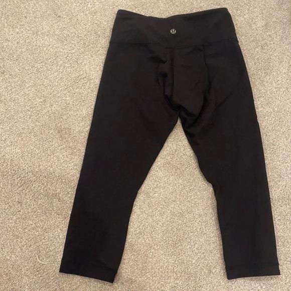 Lululemon Size 4 Black Cropped Leggings